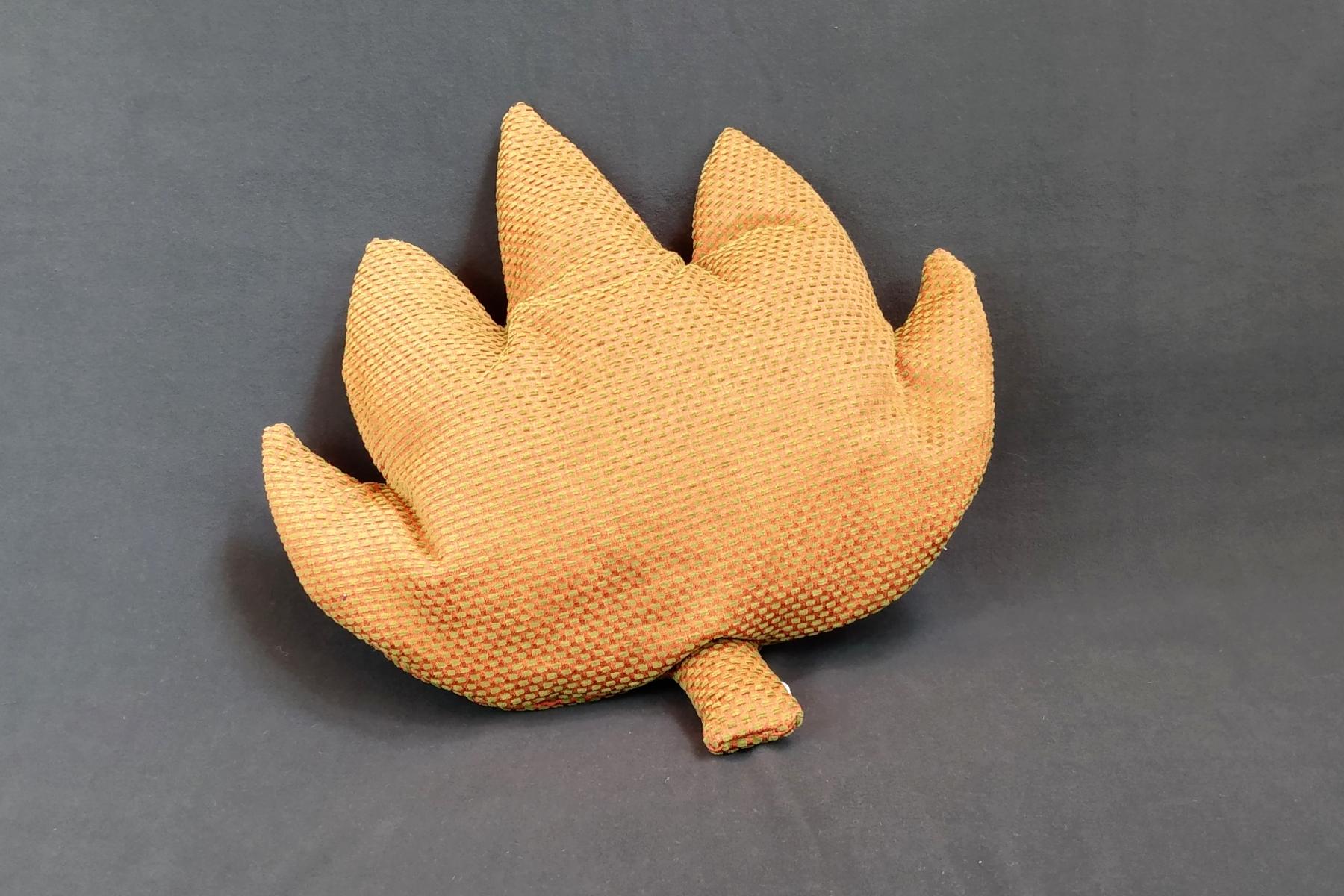 Kissen Handarbeit Kastanie Stilisiert